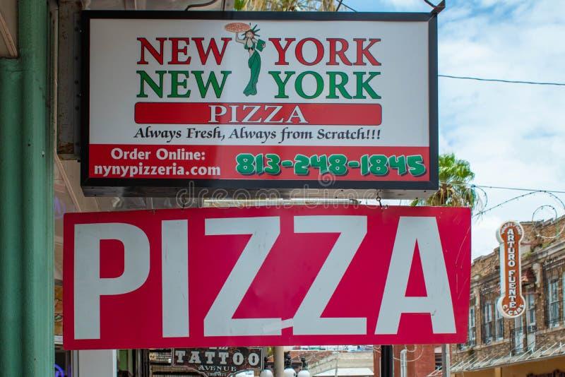 New York pizzatecken på den Ybor staden royaltyfria foton