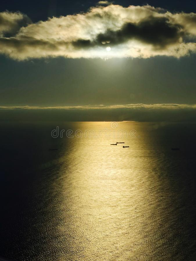 A STUNNING VIEW OF THE SUN & SHIPS ON THE ATLANTIC OCEAN NEAR NYC royalty free stock images