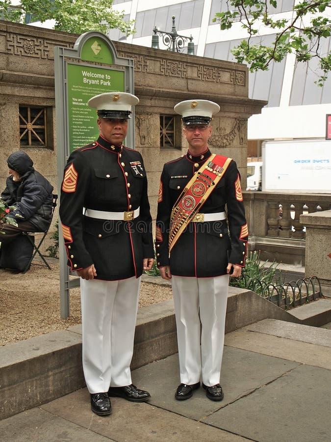 New- York - Staat-, US Marinekorpsband w?hrend der Demonstration f?r die ?ffentlichkeit bei Bryant Park f?r Marinesoldaten lizenzfreie stockfotografie