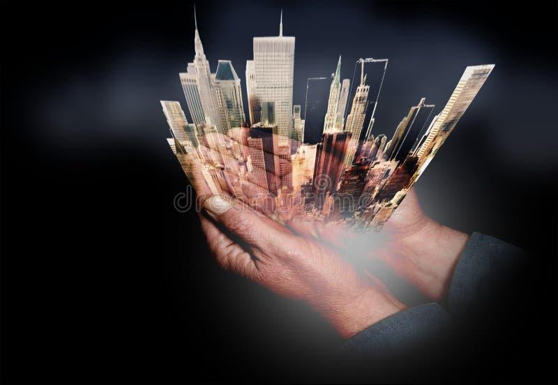 New York Tot een kom gevormde Handen op stad royalty-vrije stock foto's