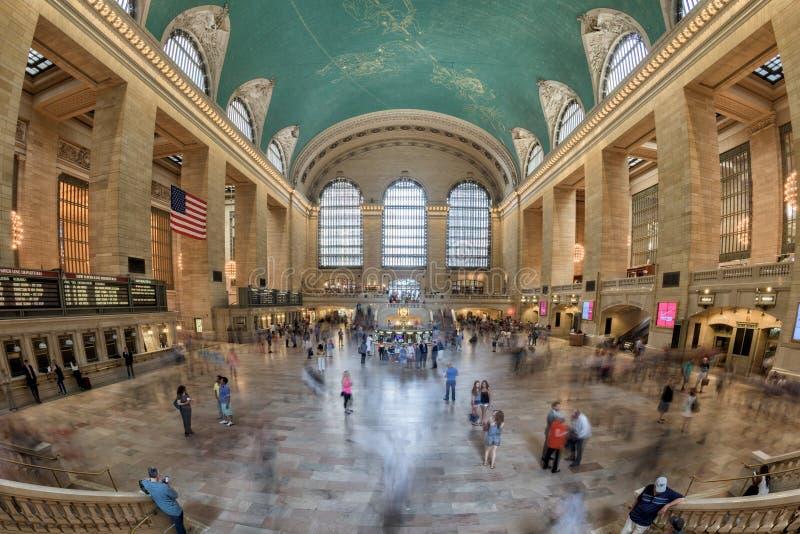 NEW YORK - U.S.A. - 11 giugno 2015 stazione di Grand Central è pieni della gente fotografia stock