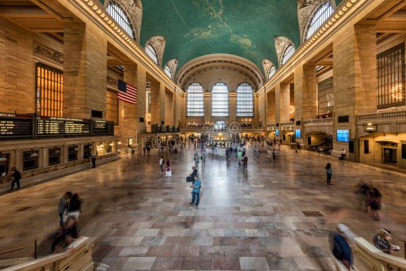 NEW YORK - U.S.A. - 11 giugno 2015 stazione di Grand Central è pieni della gente immagini stock