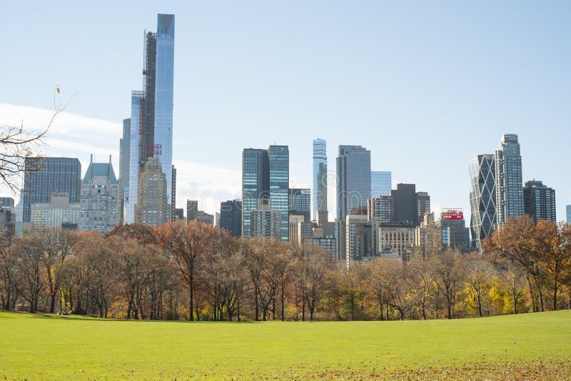 NEW YORK, US - 23. NOVEMBER: Manhattan-Skyline mit Central Park lizenzfreie stockfotografie