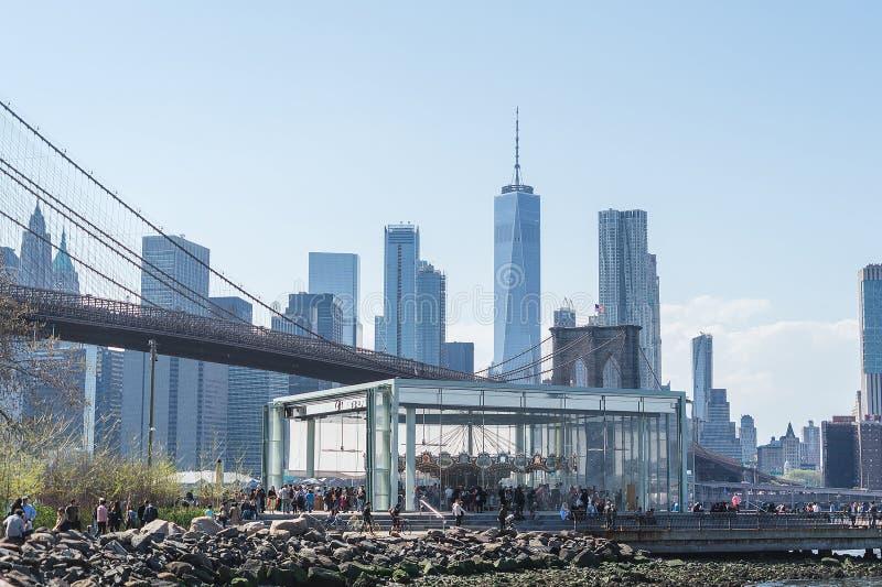 NEW YORK USA - APRIL 28, 2018: Historiska Jane Den Brooklyn bron, Lower Manhattanhorisont, New York City royaltyfria bilder