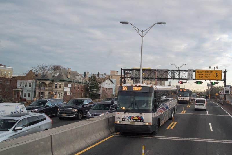 NEW YORK, USA - 24. April 2017 - Verkehr von NY nach New-Jersey lizenzfreie stockfotografie