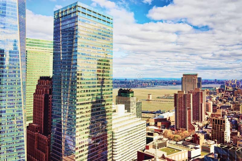 New York, USA - 24. April 2015: Vogelperspektive mit Lower Manhattan in New York, in USA und in Jersey City, New-Jersey, USA, auf lizenzfreies stockbild
