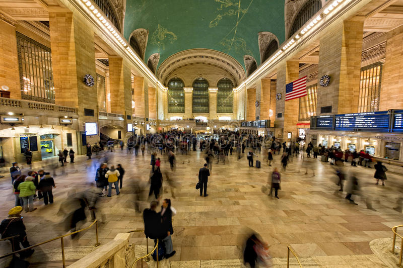 NEW YORK - USA - 11. Dezember 2011 Grand Central -Station voll von Leuten stockfoto