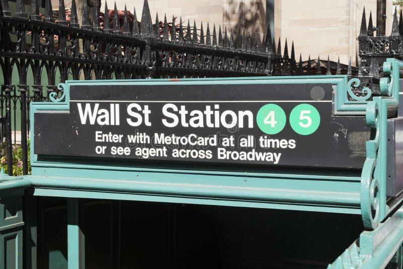 New York USA - gångtunnelingång i Lower Manhattan på Broadway royaltyfria foton