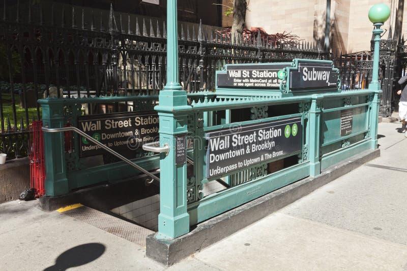New York USA - gångtunnelingång i Lower Manhattan på Broadway arkivbild