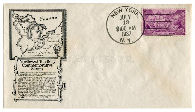 New York USA - 13 Juli 1937: Historiskt kuvert för USA: räkning med det nordvästliga territoriet för kapsel, förordning för porto arkivfoton