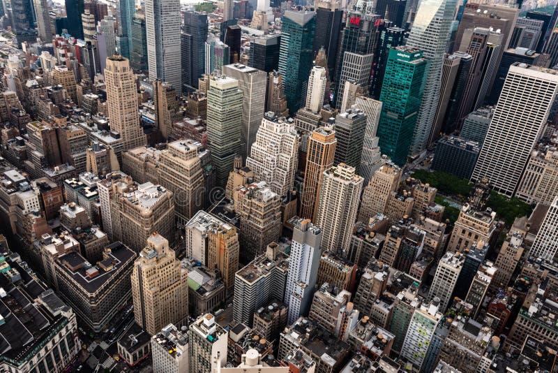 New York, USA - 6. Juni 2019: New York City Wunderbare panoramische Vogelperspektive von Manhattan-Stadtmitte-Wolkenkratzern - Bi lizenzfreies stockfoto