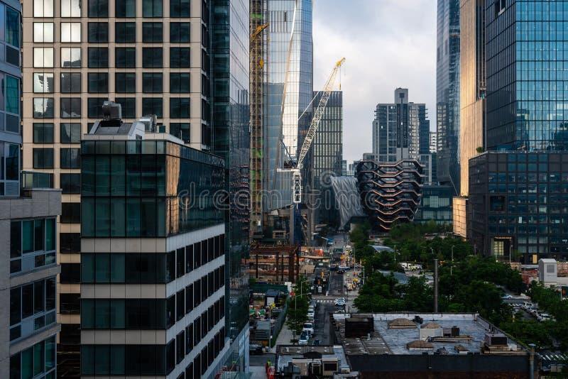 New York USA - Juni 6, 2019: Skytteln på Hudson Yards lokaliserade på Manhattans den västra sidan - bild royaltyfria bilder