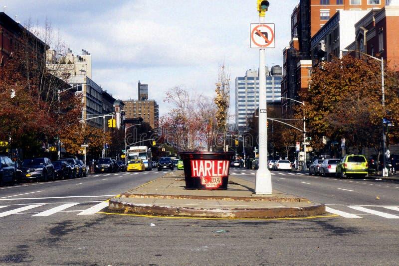NEW YORK USA - November 2018: Harlem huvudväg med bokstäver arkivbild