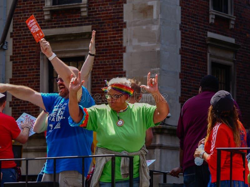 New York, Vereinigte Staaten - Leute in der homosexuellen Parade New York lizenzfreie stockbilder