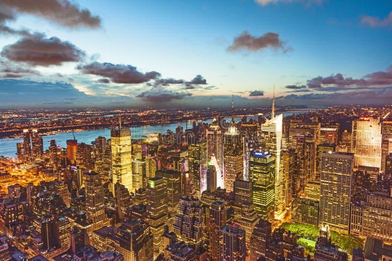 New York vid natt från Empire State Building fotografering för bildbyråer