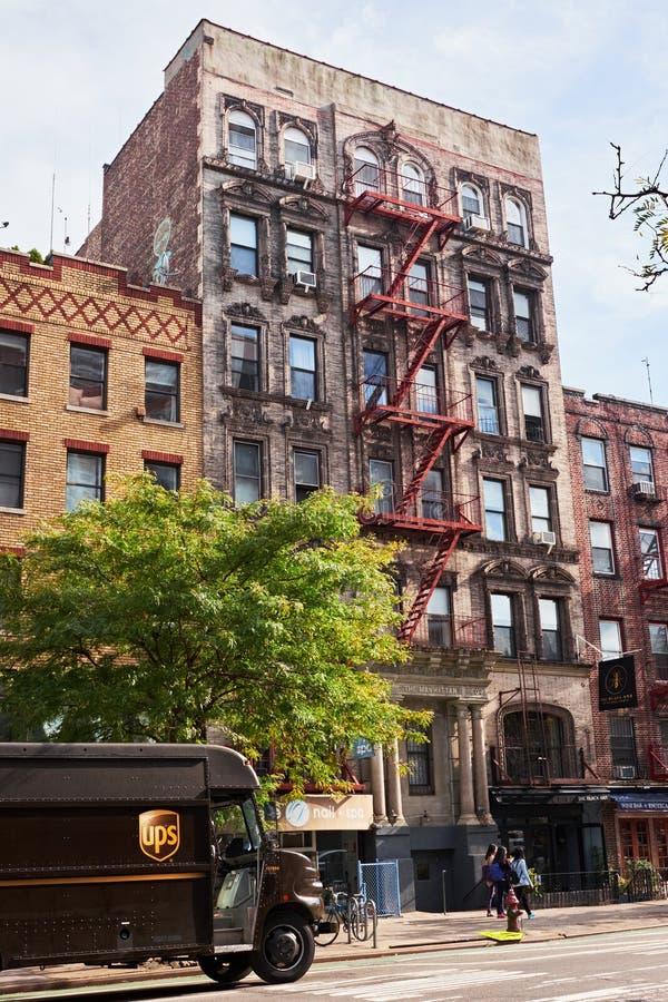 New- Yorkgebäude mit Feuertreppe lizenzfreie stockfotos