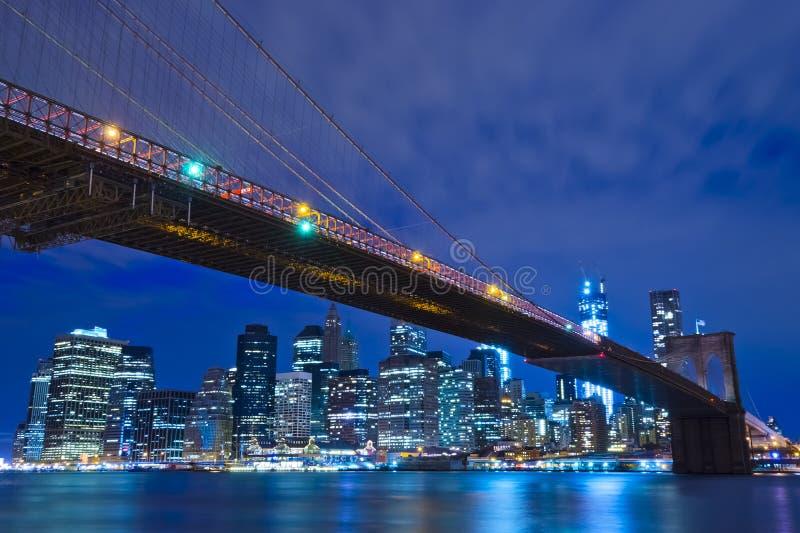 New- Yorkskyline nachts, USA stockfotografie