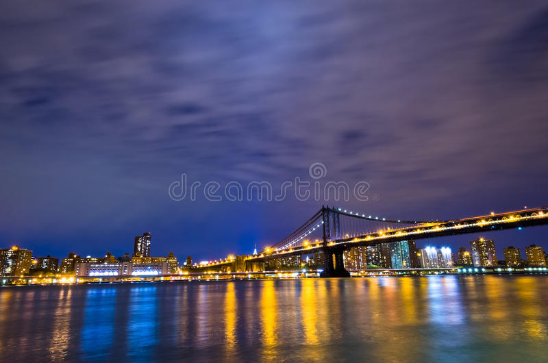 New- Yorkskyline nachts, USA lizenzfreie stockfotos