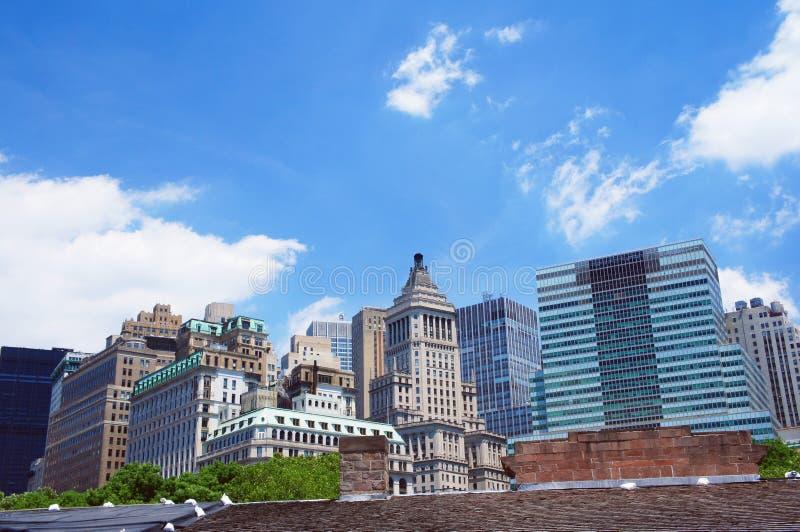 New- Yorksommerskyline vom Batteriepark lizenzfreie stockfotografie