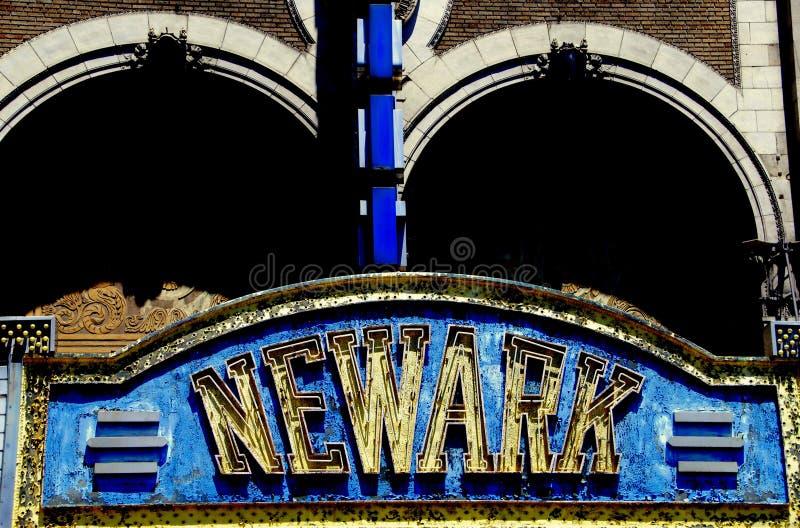 Newark NJ: Stort festtält av den Paramount teatern arkivfoton
