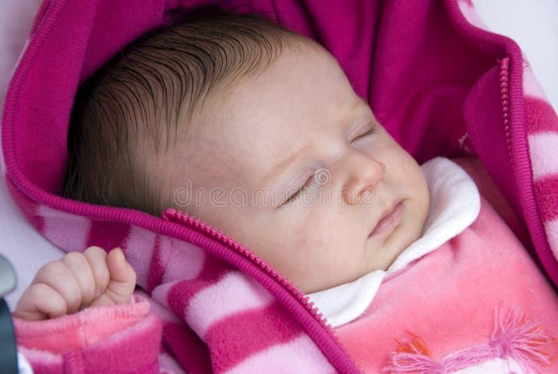 newborn помадка спать стоковая фотография