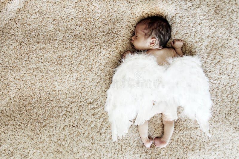 Newborn спать младенца стоковые изображения rf