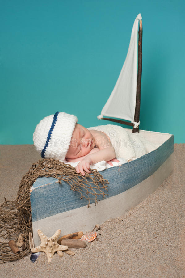 Free Newborn Baby Boy Sailor Sleeping In A Sailboat Royalty Free Stock Images - 39071889