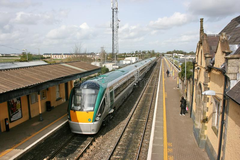 Newbridge station, Irland, April 2008, Iarnrod Eireann en j?rnv?g service arkivbilder