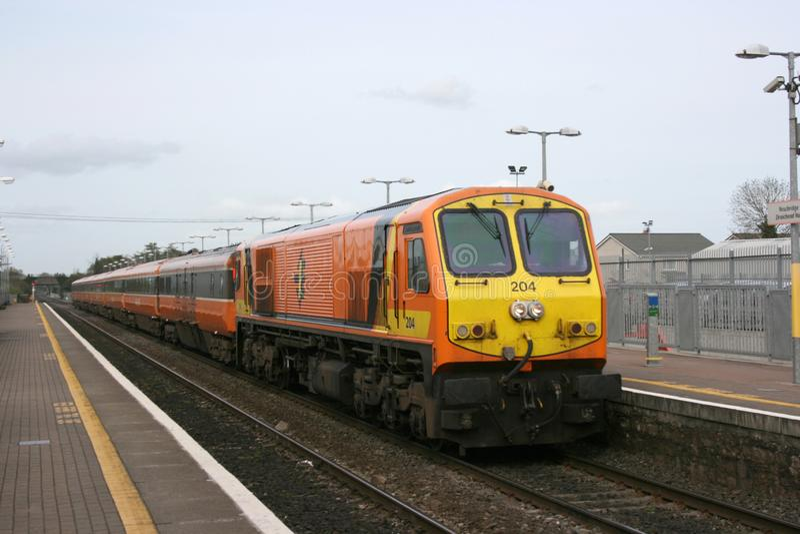 Newbridge-Station, Irland im April 2008 ein Zugverkehr Iarnrod Eireann lizenzfreie stockbilder
