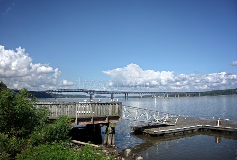 Newburgh-Leuchtfeuer-Brücke auf dem Hudson lizenzfreie stockfotos