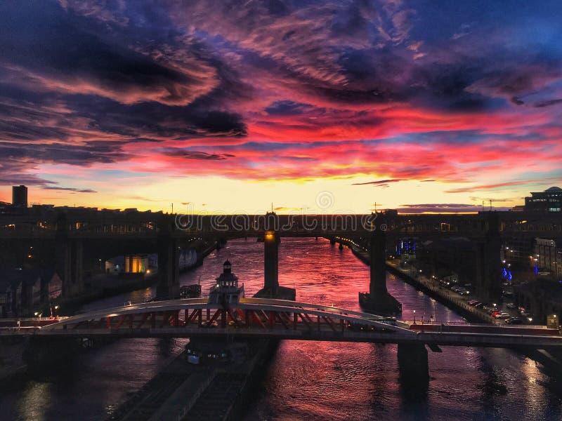 Newcastle nach Tyne Erstaunlicher Himmel stockfotos