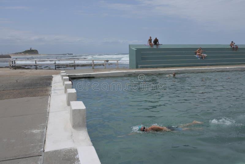 Newcastle oceanu skąpania w Newcastle Nowych południowych waliach Australia zdjęcia royalty free