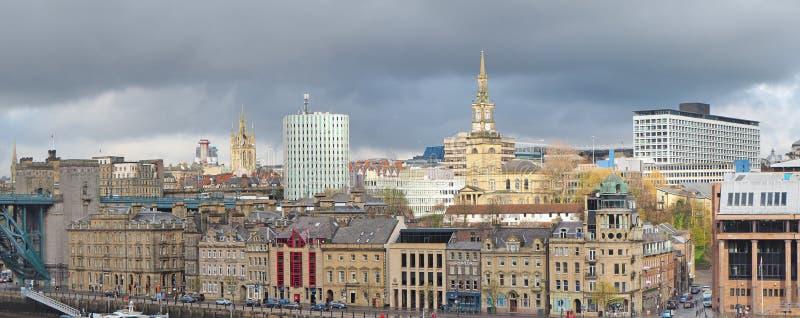 Newcastle op de Tyne, Engeland, het Verenigd Koninkrijk De gebouwen in het stadscentrum die de de Tyne-rivier overzien stock afbeeldingen