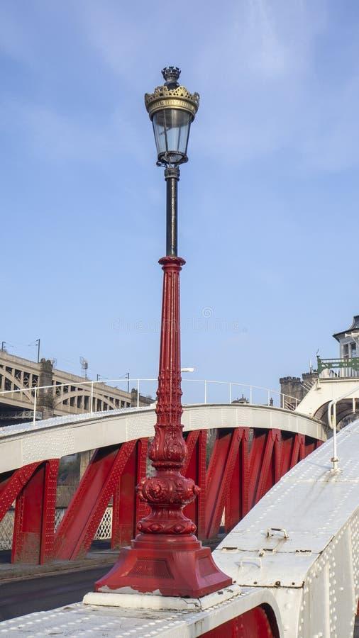 Newcastle op de Tyne, Engeland, het Verenigd Koninkrijk De lichte pool van de Schommelingsbrug royalty-vrije stock afbeelding