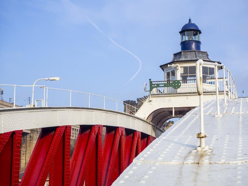 Newcastle op de Tyne, Engeland, het Verenigd Koninkrijk De Schommelingsbrug is een schommelingsbrug over de Rivier de Tyne royalty-vrije stock afbeeldingen