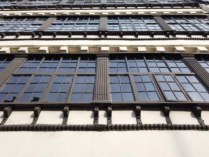 Newcastle op de Tyne, Engeland, het Verenigd Koninkrijk De voorgevels van historische gebouwen in het stadscentrum royalty-vrije stock afbeelding