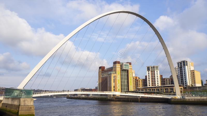 Newcastle p? Tyne, England, F?renade kungariket Den Gateshead milleniumbron arkivfoton