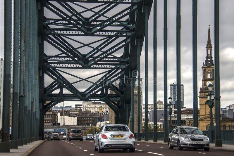 Newcastle sobre Tyne en Inglaterra, Reino Unido y Tyne Bridge fotografía de archivo
