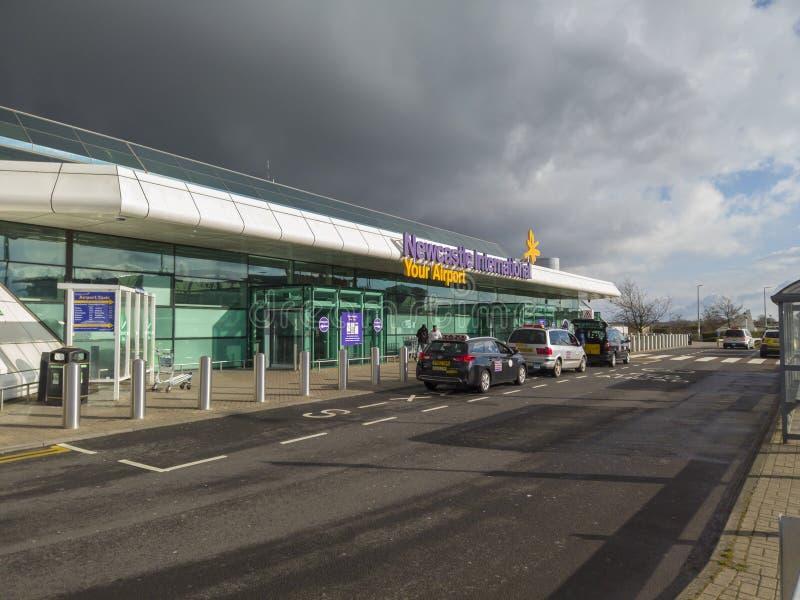 Newcastle sobre Tyne, Inglaterra, Reino Unido El exterior del aeropuerto internacional foto de archivo libre de regalías