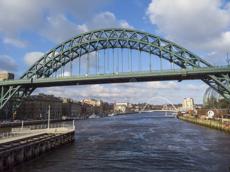 Newcastle sobre Tyne, Inglaterra, Reino Unido El puente de Tyne sobre el r?o Tyne que conecta Newcastle sobre Tyne y Gateshead imagenes de archivo