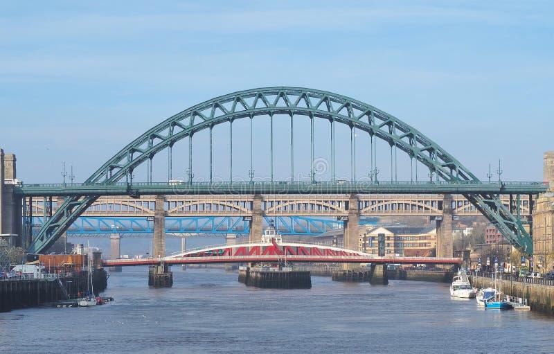 Newcastle sopra Tyne, Inghilterra, Regno Unito I ponti sopra il fiume Tyne ai livelli differenti fotografie stock