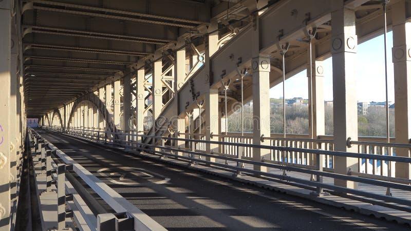 Newcastle sur Tyne, Angleterre, Royaume-Uni Le pont de haut niveau est a est une route et un pont de chemin de fer au-dessus de l image stock