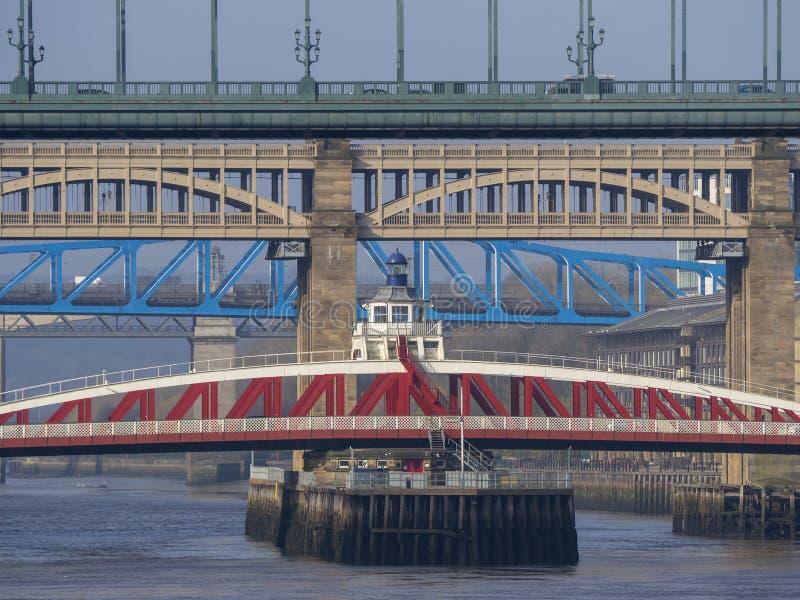 Newcastle sur Tyne, Angleterre, Royaume-Uni Les ponts au-dessus de la rivi?re Tyne ? diff?rents niveaux photos libres de droits