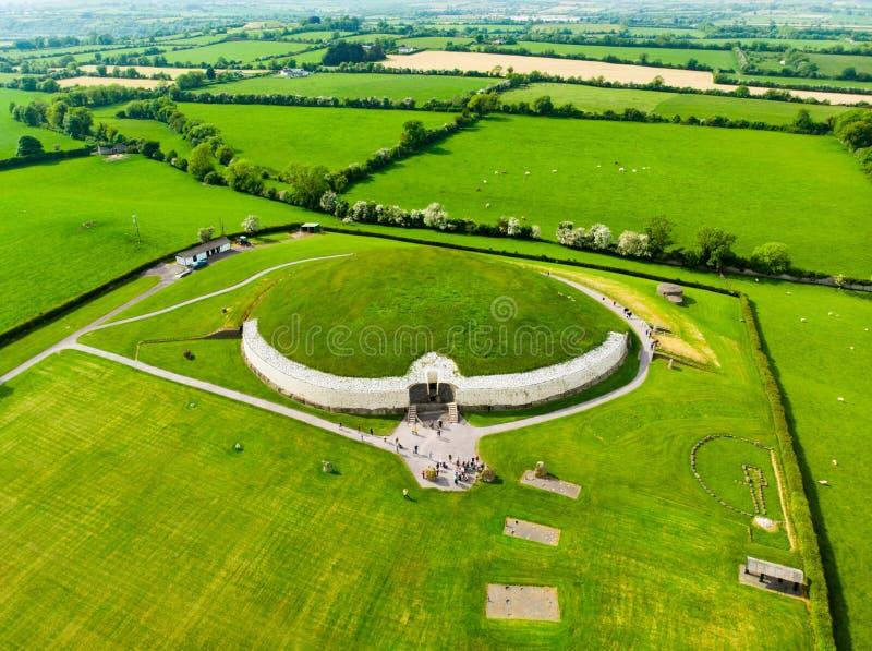 Newgrange, доисторический памятник построенный во время неолитического периода, расположенного в графстве Meath, Ирландия стоковые фото
