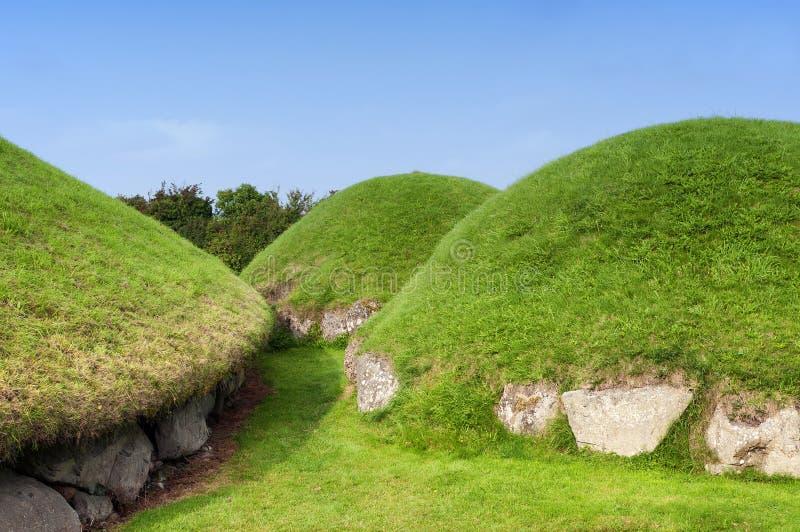 Newgrange megalitisk passagegravvalv royaltyfri fotografi