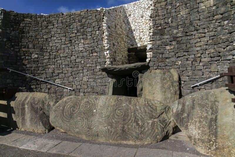 Newgrange przejścia Megalityczny grobowiec 3200 BC fotografia stock