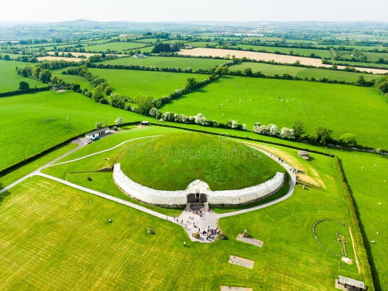 Newgrange, un monument pr?historique construit au cours de la p?riode n?olithique, situ?e dans le comt? Meath, l'Irlande Site de  image stock