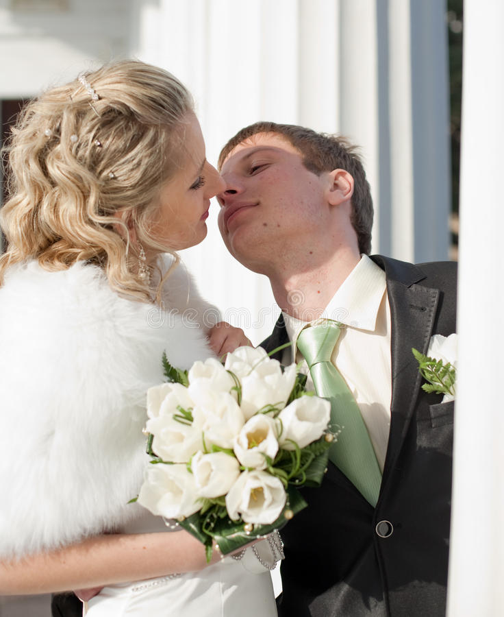 Newly Wedded Among The Columns Royalty Free Stock Photography