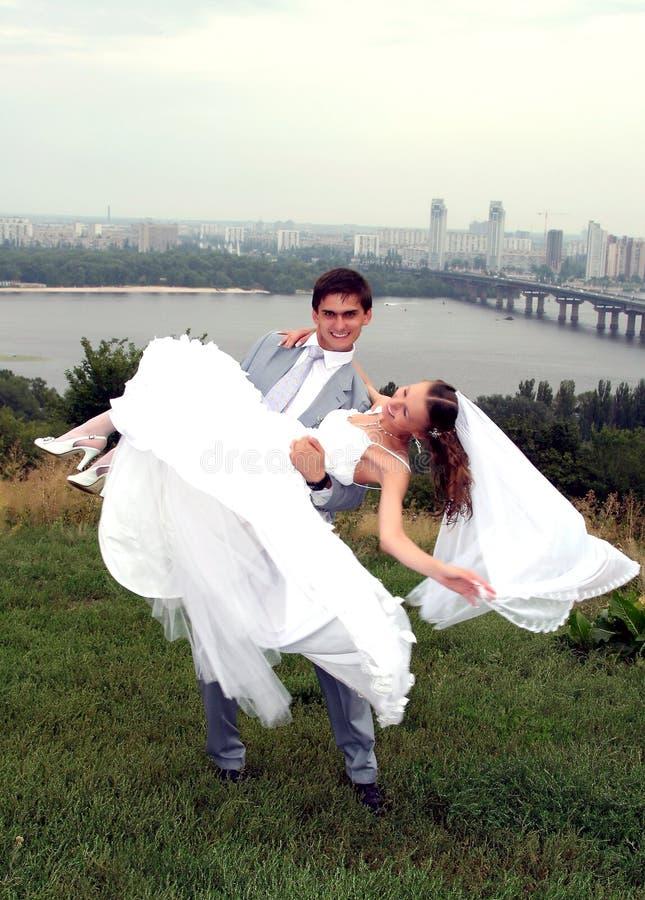 Newlyweds felizes imagem de stock