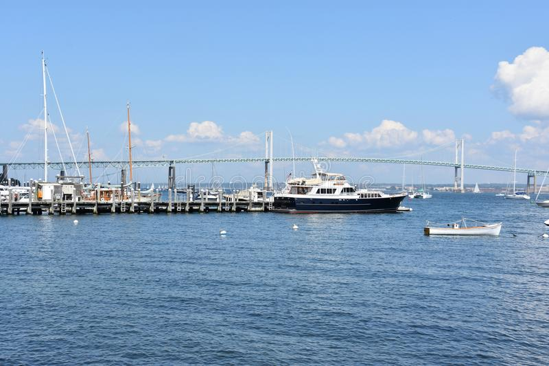 Newport Pell Bridge em Rhode - ilha imagens de stock royalty free